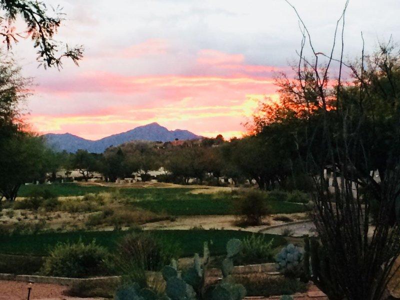 Behind 'Sonoran Course' Teeing Area With Fairway Views To Wasson Peak Sunsets., alquiler vacacional en Tortolita