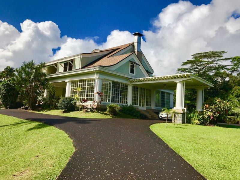 The Hilo House | An Exclusive Reeds Island Grand Historic Home, alquiler de vacaciones en Pepeekeo