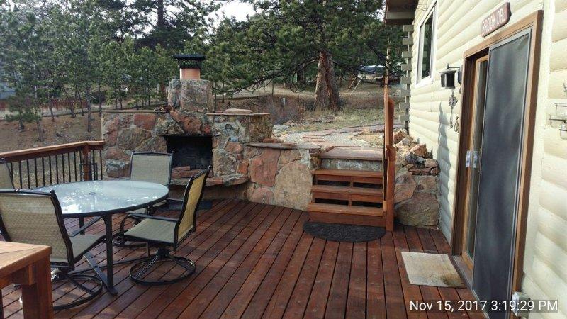 Relaxing 3B/2B Estes Park Home, Outside Fireplace, Large Deck, Mtn Views (3365), location de vacances à Estes Park