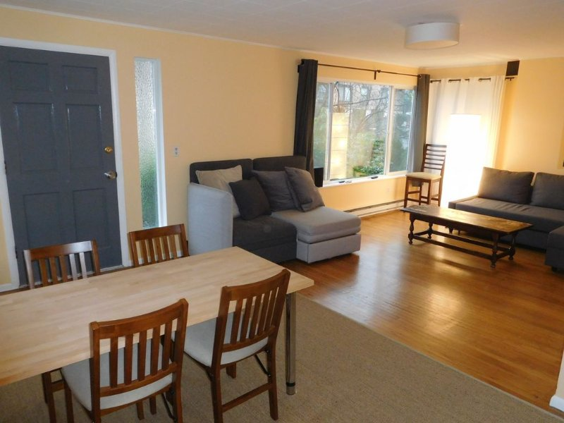 FREE PARKING, easy subway, 2 BR, QUIET Capitol Hill location, vacation rental in Seattle