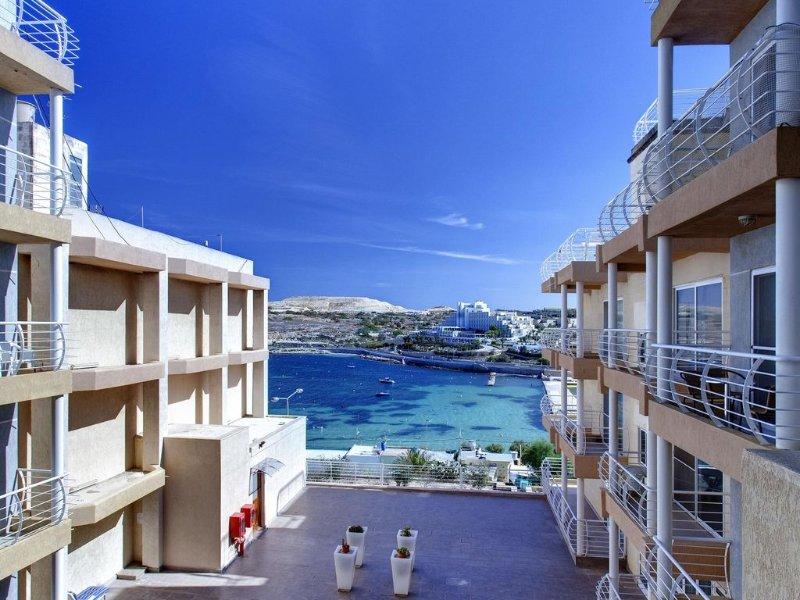Modern Sea View Apartment, Ferienwohnung in Malta