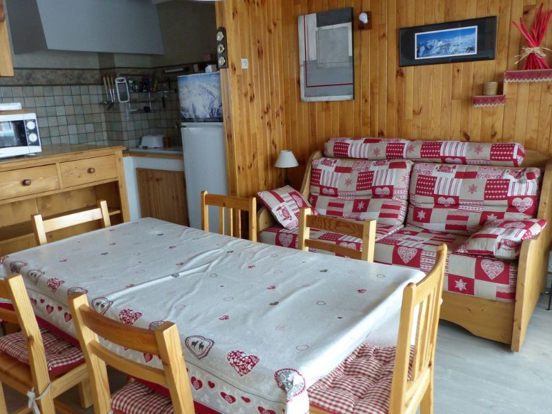 Appt  2 pcs 51 m² /Alpe d'Huez /haut de station (haut cognet)/2**/Désinfection, holiday rental in L'Alpe-d'Huez