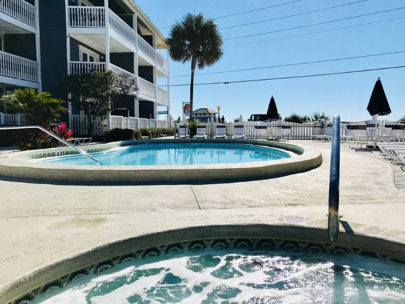 Pretty Ground Floor Condo, Steps Away from the Beach!, vacation rental in Miramar Beach