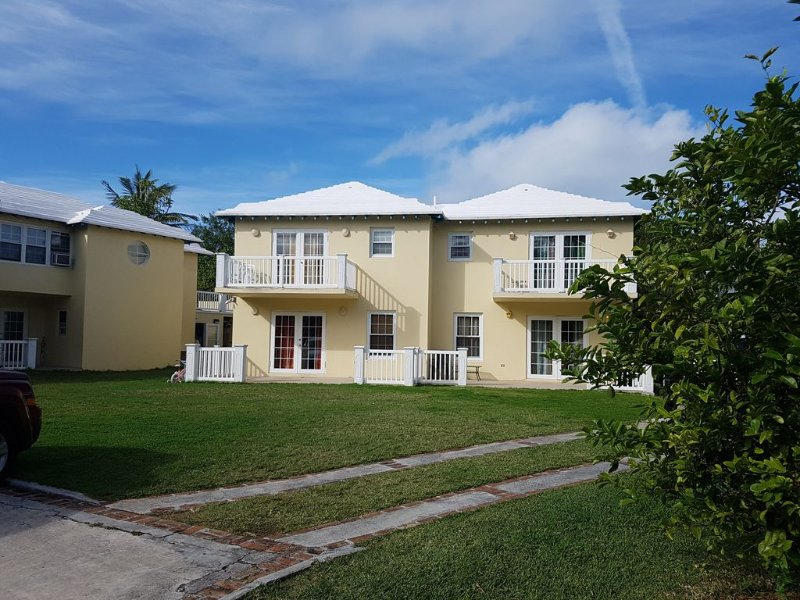 Great Deals for Long Term Stay /Amazing Property Close To Beaches/Golf Course, vacation rental in Devonshire Parish
