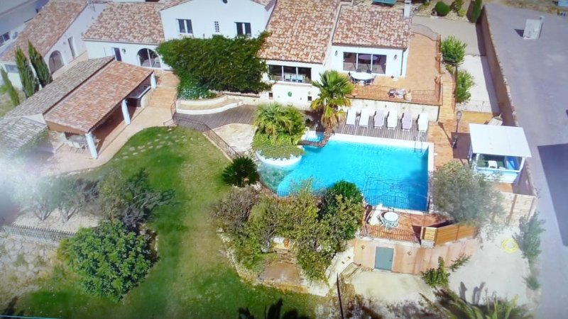 Villa with a T6 + T3 with mezzanine in Pézenas, vacation rental in Saint-Thibery