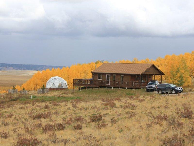 A Getaway Cabin  Close to Breckenridge Ski Resort, Panoramic Views, Clean & Cozy, vacation rental in Hartsel
