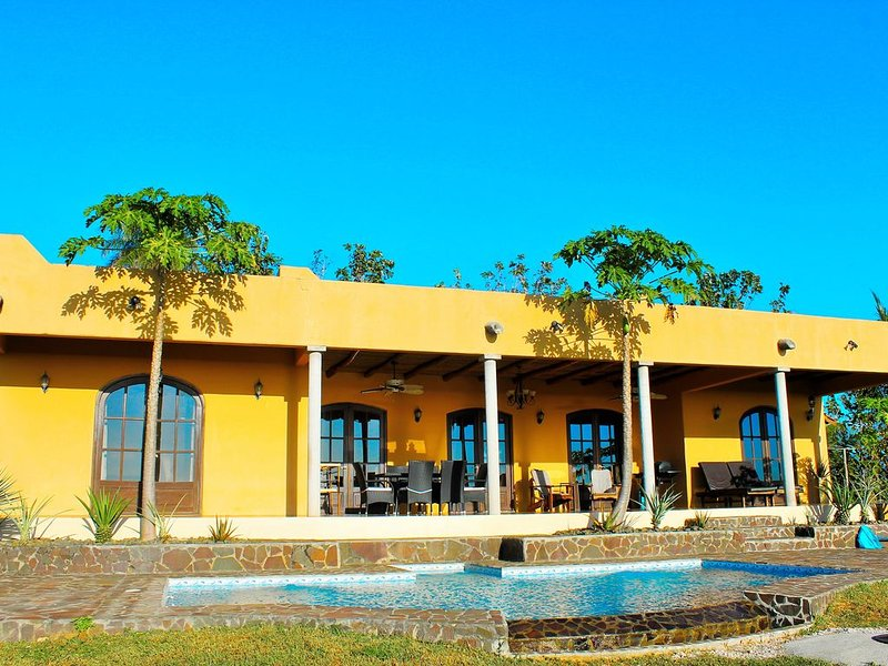 Tranquil villa with panoramic ocean and jungle views, holiday rental in Santa Cruz