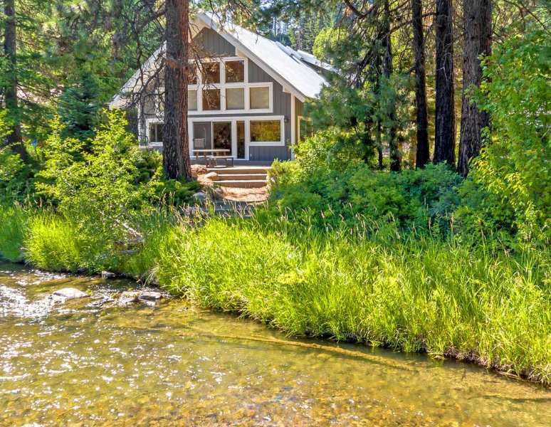The River House & Guest Cottage! Great Value on the Yakima River * Hot Tub, location de vacances à Cle Elum