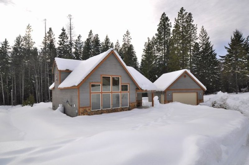 Up to 33% Off! Fantastic Newer Cabin in Roslyn Ridge!  Hot Tub | Summer Pool, vacation rental in Ronald