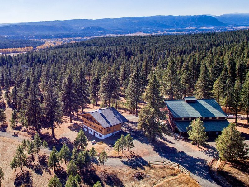 The Most Unique Vacation Experience!  2 Homes w/a Private 1/2 Court Gym, location de vacances à Cle Elum
