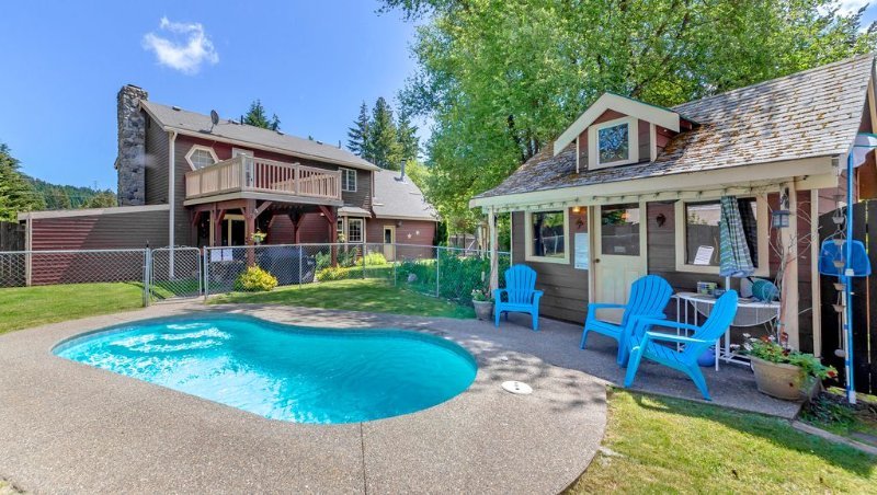 Private Pool! Elk Meadows Lodge! Great Value Year Round, holiday rental in Easton