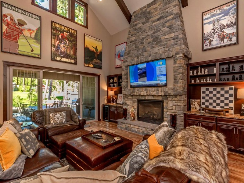 SWANKY SUNCADIA ESTATE! Sleeps 20 | Game Room | Hot Tub | On the Course!!, casa vacanza a Cle Elum