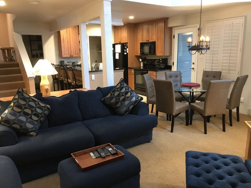 Great place for a vacation - Comfy furniture, dining chairs and breakfast bar seating