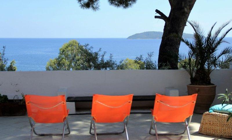 ILE de SKIATHOS - Belle villa à 50 mètres de la plage PROMOTION DU 27/06 AU 6/07, location de vacances à Skiathos