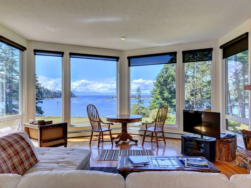 Oceanfront 3 Bedroom home with Stunning Views, vacation rental in Sooke