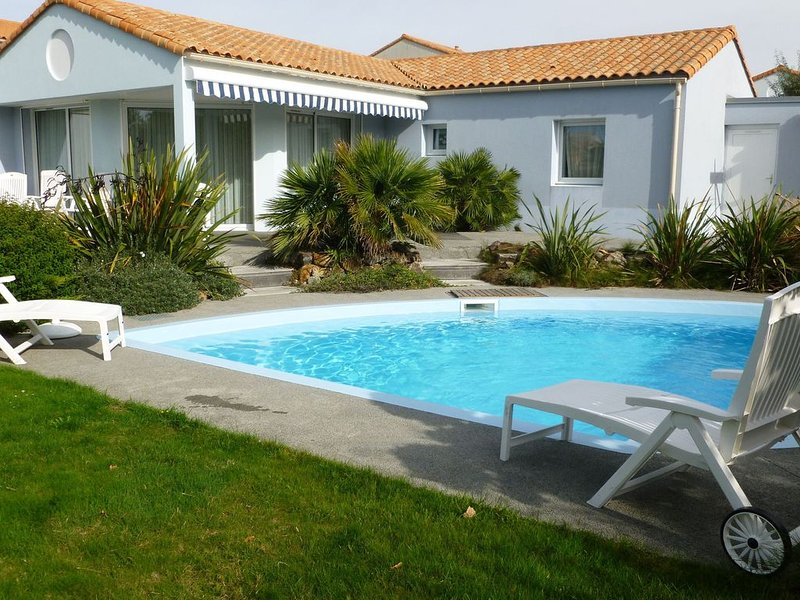 Villa 6 people with private swimming pool at Les Jardins du Château d'Olonne in, location de vacances à Vendée