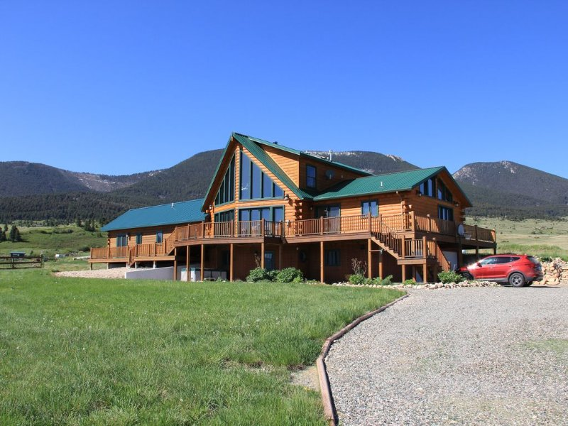 Yellowstone Country 2021 reservations now open perfect for extended families, vacation rental in Livingston