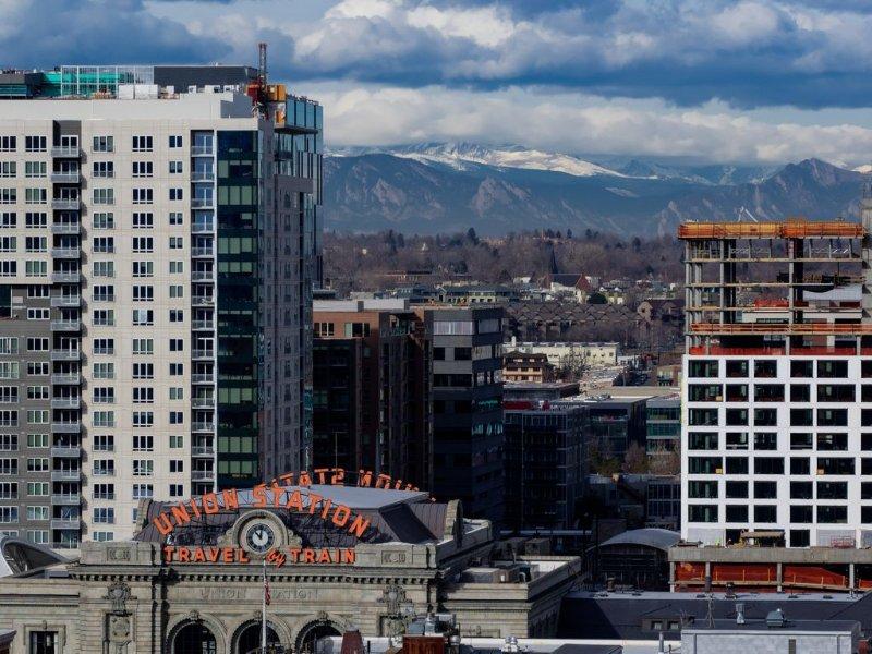 Quel endroit! Quelle vue! Profitez de tout le centre-ville de Denver a à offrir!