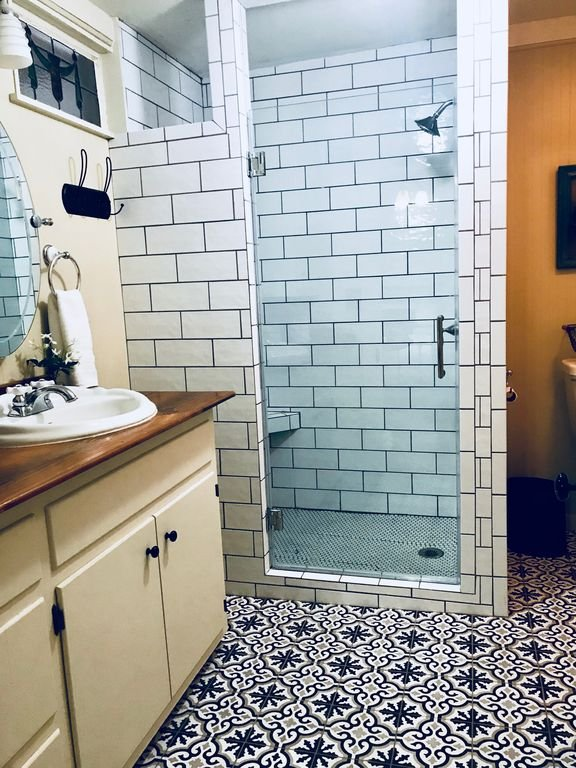 Master en suite bathroom with hotel quality towels