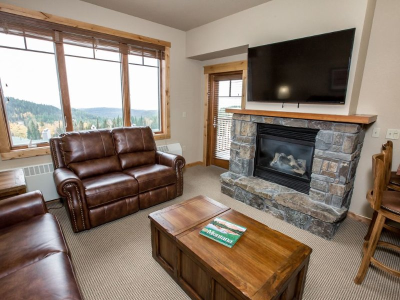 Ski in/Out Penthouse Condo (January just $250 a night all month long!!!!), alquiler de vacaciones en Polebridge