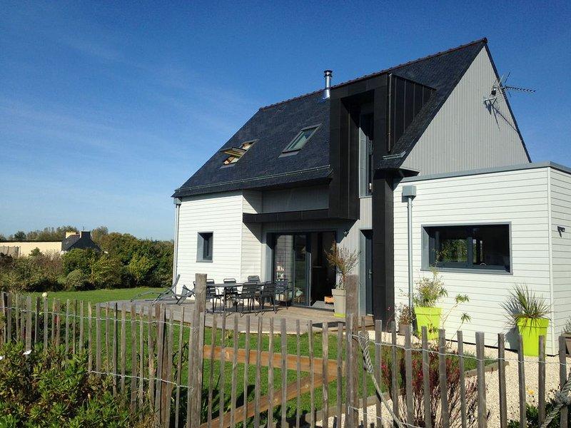 Maison neuve dans un environnement paisible à 15 minutes à pied de la plage, vacation rental in Loctudy