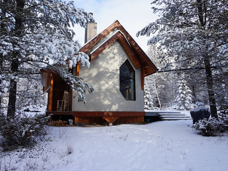 Beautiful eco-building in the heart of the Rocky mountains, location de vacances à Golden