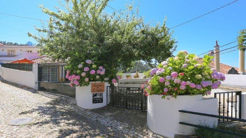 Casa da Capela em Sintra – Vista Fantástica Serra e Mar – Solarenga e Romântica, holiday rental in Sintra Municipality