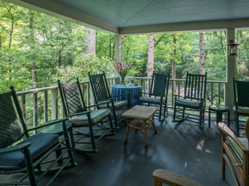 Esquina de la terraza, ideal para reunirse con amigos y familiares o lectura.