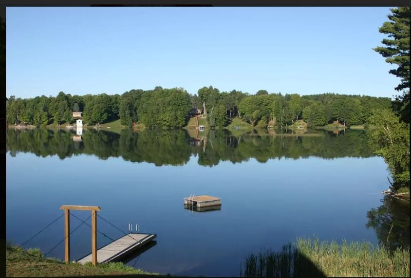 Iron River Lakefront all-seasons pet-friendly cabin on Hagerman Lake, holiday rental in Iron River
