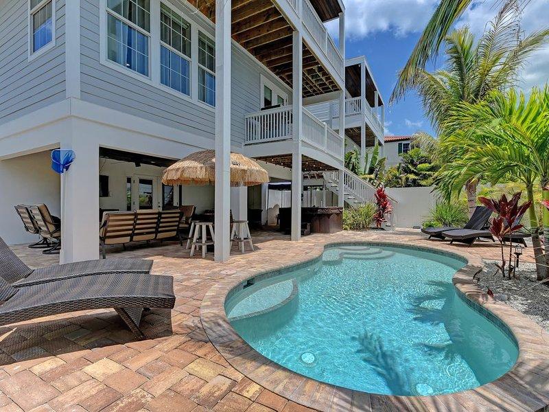 $299 JAN or $399 FEB NIGHTLY 6 Bed 6.5 Bath 2 minutes to beach POOL SPA GARAGE, holiday rental in Anna Maria Island
