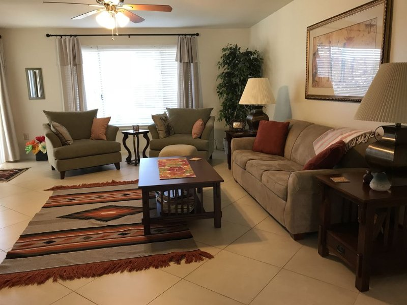 Ideal home complete with the necessities for an extended monthly/seasonal stay, alquiler vacacional en El Mirage