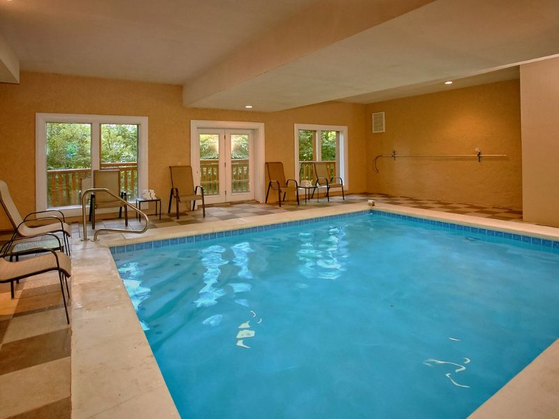 Enjoy a Private Indoor Pool and Home Theater Room - Sleeps 10!, vacation rental in Cosby