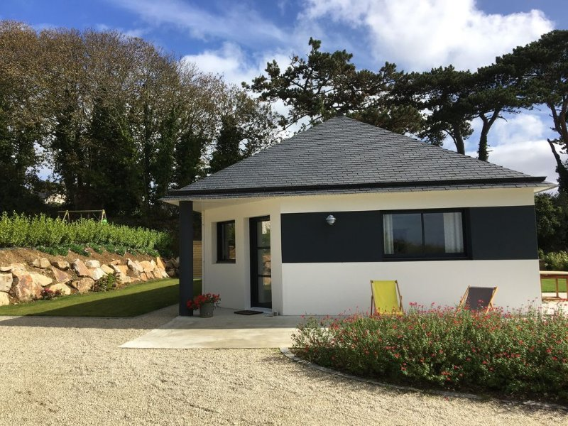 Beautiful new house at 2 minutes walk from the sea and the beach, holiday rental in Finistere