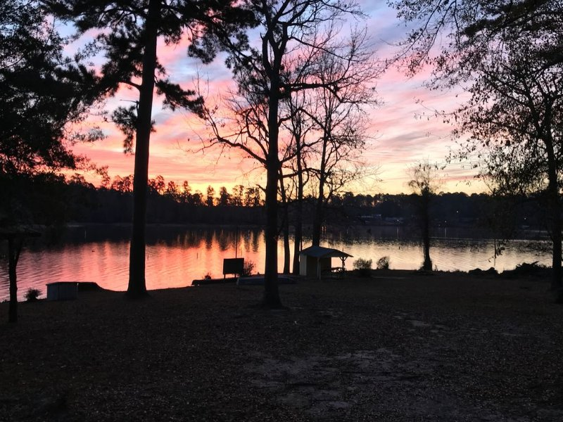 Lakefront Home with Onsite Boat Launch!  Great Fishing!  Very Relaxing!, holiday rental in Milam