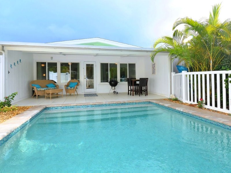 Visit  Anna Maria Island! Relax at Heliconia House, enjoy your own heated pool!, holiday rental in Holmes Beach