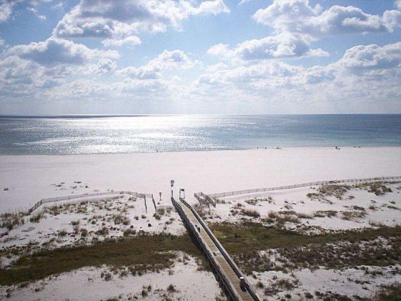 PHOENIX 8, OBA - Beachfront Condo (2BR/2BA) Come Relax and Experience Salt Life!, location de vacances à Orange Beach