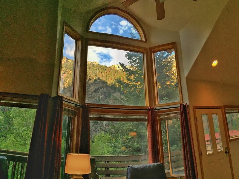 Upper level condo with views galore!, holiday rental in Ouray