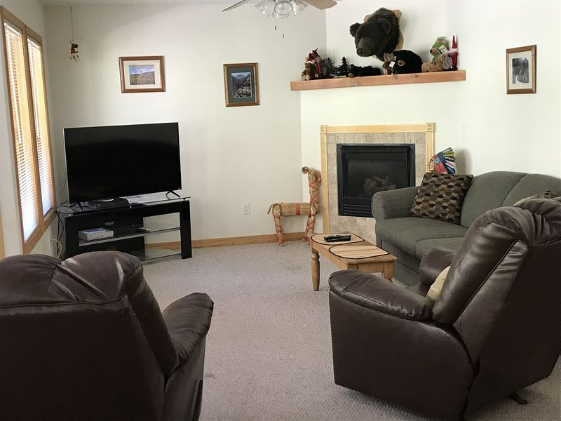2 BR 1 BA Condo in Beautiful Mountain Setting - Walk to Downtown!, holiday rental in Ouray