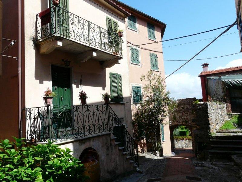 Haus in Montemarcello Dorf,familienfreundlich,Blick,Balkon, bis 4 Pers, Ferienwohnung in Bocca di Magra