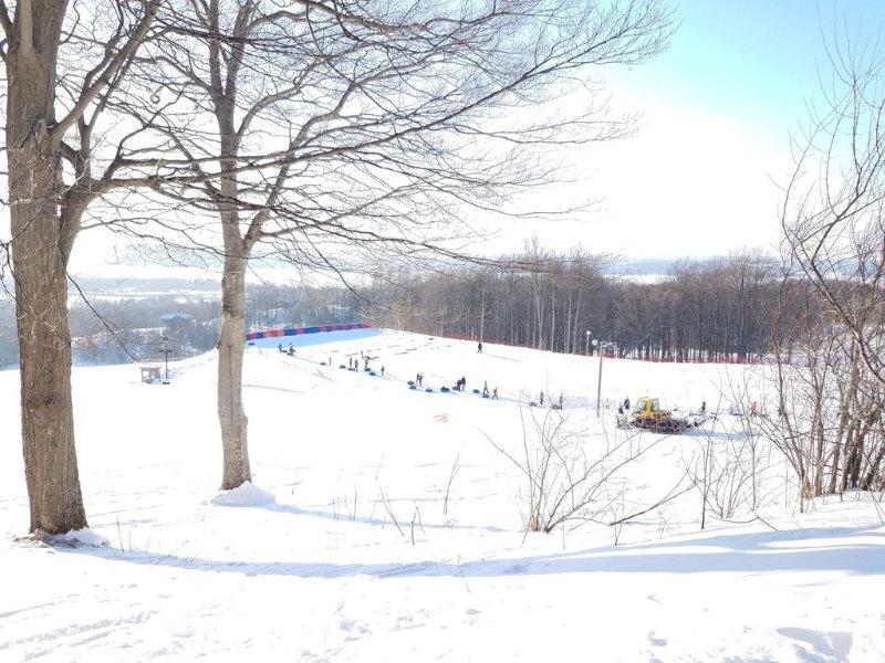 Geniet van skiën, langlaufen, sneeuwschoenen en sneeuwscooteren