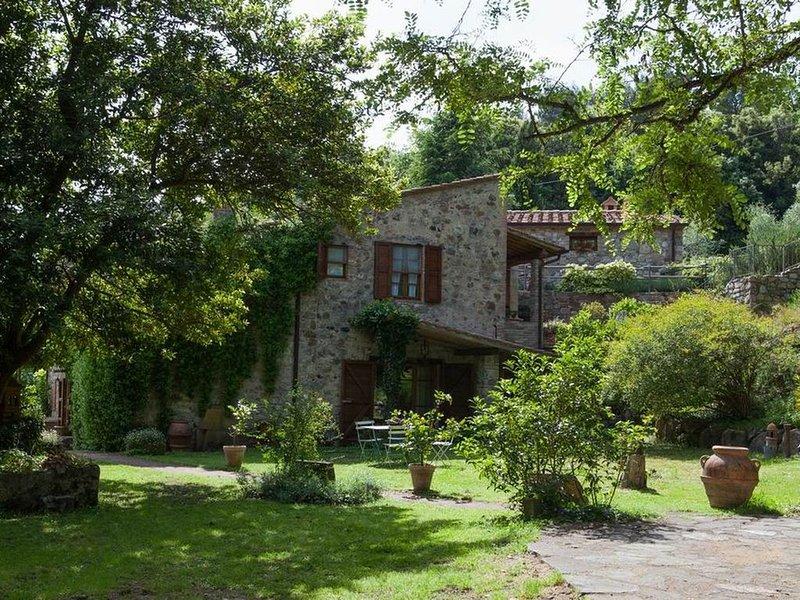 wunderschöne Unterkünfte in absolut ruhiger Lage und mit riesengroßem Garten, holiday rental in Pomaia