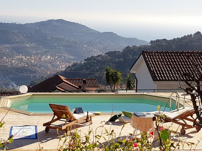 Villa with pool for groups and families, vacation rental in Imperia