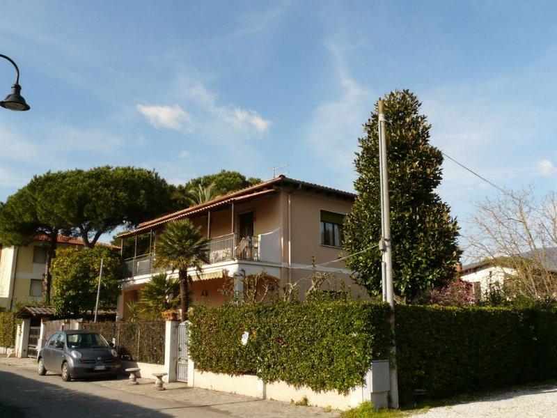 Komfortable Ferienwohnung mit Garten und Terrasse, holiday rental in Poveromo