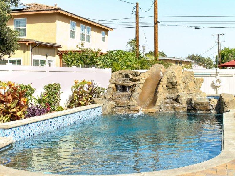Funtierland 33 + Pool/Waterslide/Hot Tub/Splashpad + FREE WiFi/Netflix, location de vacances à Anaheim