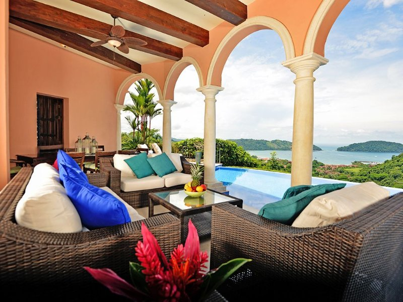 Magical Home w/infinity Pool and Amazing View of Los Sueños-Access amenities!, holiday rental in Herradura