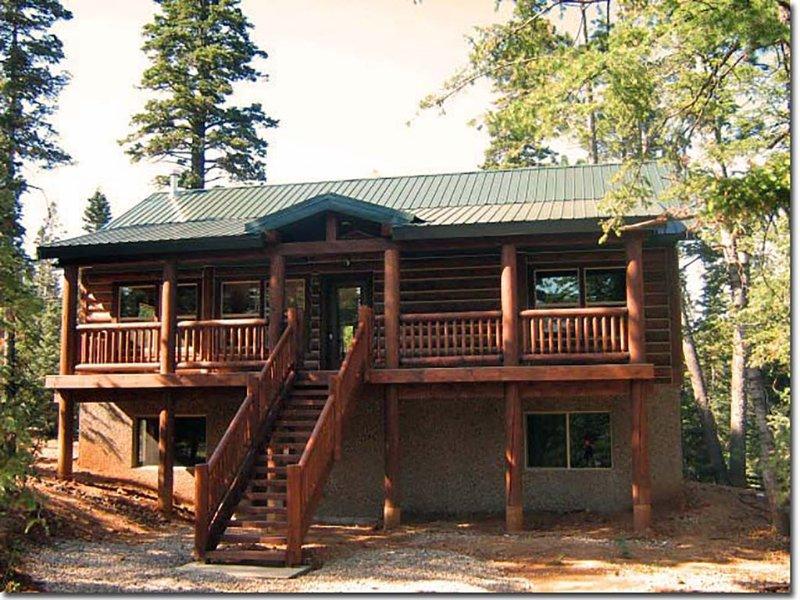 Irresistible Luxury Cabin Neighboring Zion Natl Park and Bryce Canyon, casa vacanza a Duck Creek Village