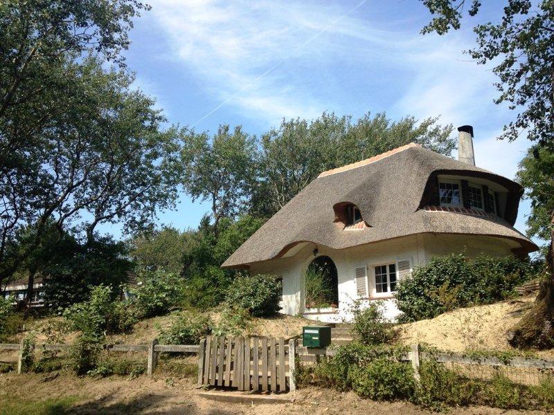 Hardelot, maison de famille et de charme, prox mer, 5 chb, 2 Sdb, Wifi, 9 Per., holiday rental in Neufchatel-Hardelot