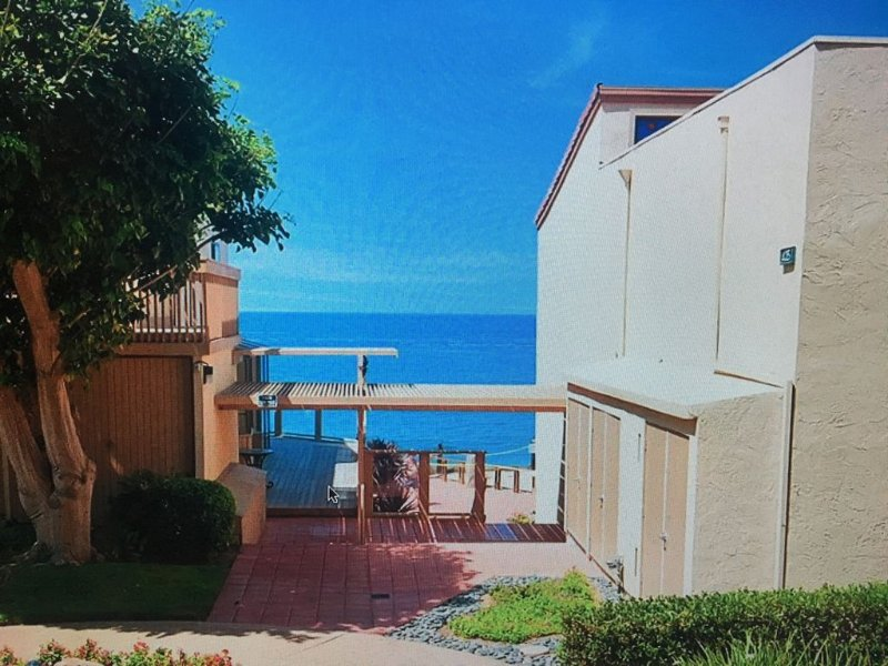 Ocean Front complex with Club House Ocean Views, Condo 500 feet to beach access, vacation rental in Solana Beach