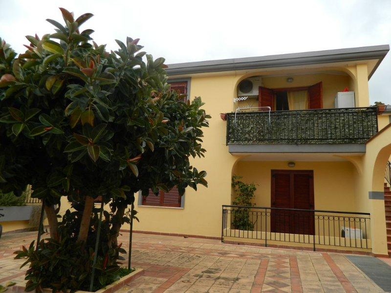 Pula appartamento rifinito e accessoriato a pochi km dal mare., vakantiewoning in Pula