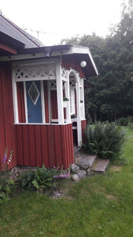 Porche avec deux bancs